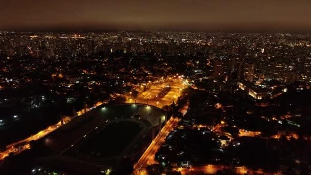 Letecký výhled na stadion Pacaembu a Charles Miller Square, Sao Paulo, Brazílie. Fantastická krajina. Slavná veřejná místa NKÚ Paulo