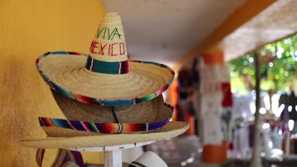 Video kroužící kolem tradiční mexické Sombrero se slovy Viva Mexiko