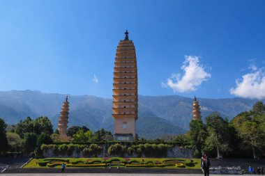The Three Pagodas (San Ta Si), dating back to the Tang period (6