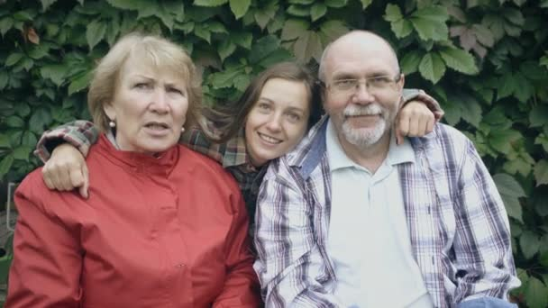 Šťastná rodina s seniory smát