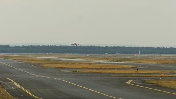 Blíží se z proudové dopravní letadlo