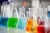 Fotografie Chemietuben bestimmen Entwicklung und Apotheke im Labor