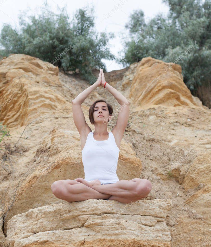 эротическая йога на скале вот этом