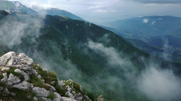 Köd lassan mozog, hegyi