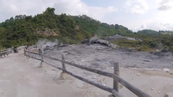 Hot Springs, iszap medencék és Gejzők. Geotermikus Park in Rotorua, Új-Zéland északi-sziget