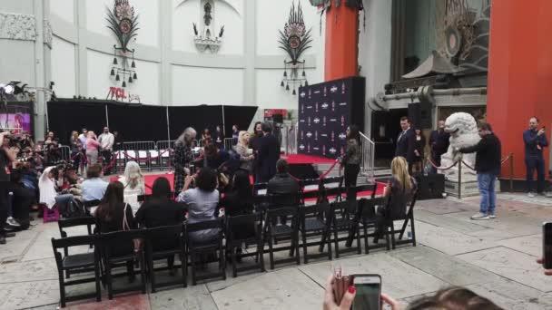 Keanu Reeves. SchauspielerHandabdrücke und Fußabdrücke auf Hollywood Boulevard zementiert. Chinese Theater Event, Gäste, Prominente, Halle Berry, Laurence Fishburne.Hollywood, Kalifornien, Usa, 14. Mai 2019