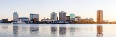 """Картина, постер, плакат, фотообои """"норфолк, город в штате вирджиния, соединенные штаты америки, вид через реку элизабет, утром постеры санкт-петербург художник мосты"""", артикул 383035606"""