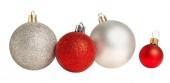 Weihnachtskugeln in Folge isoliert. Sammlung von Weihnachtskugeln o