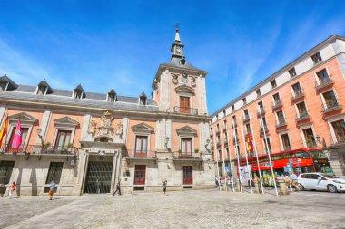 Square Plaza de La Villa, Madrid