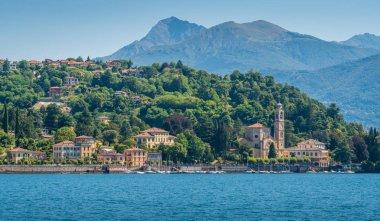 "Картина, постер, плакат, фотообои ""красивый вид на озеро комо, церковь сан лоренцо с видом на озеро. ломбардия, италия ."", артикул 251464872"