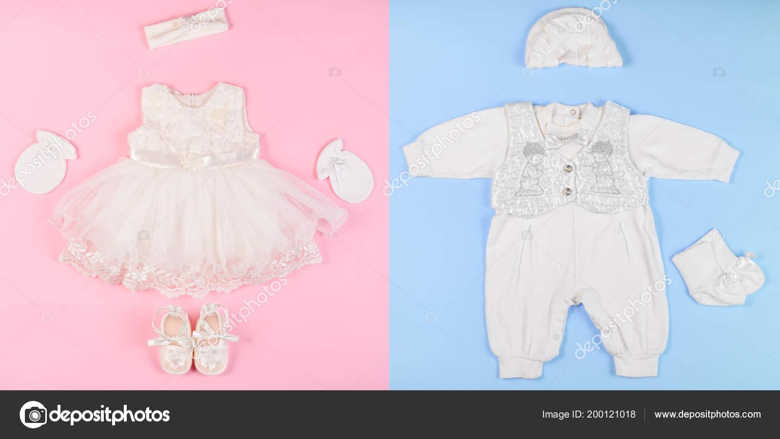 09c5a058c2f Μια Όμορφη Συνολικά Για Ένα Νεογέννητο Αγόρι Και Φόρεμα Για — Φωτογραφία  Αρχείου