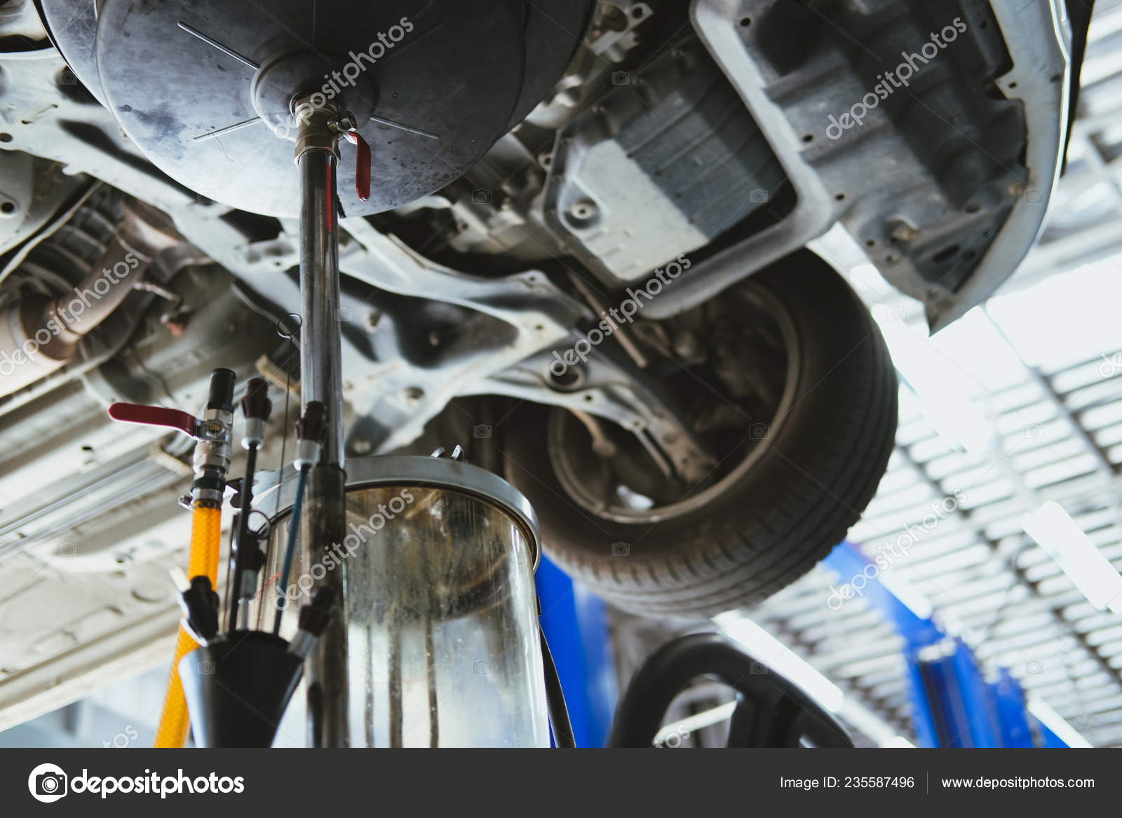 Changement D Huile >> Vehicule Soulever Par Hydraulique Pour Inspection Changement