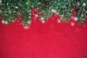 Rám s vánoční strom na červené plátno