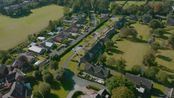Letecký pohled na město Sheffield na předměstí Graves Park-podzim 2019