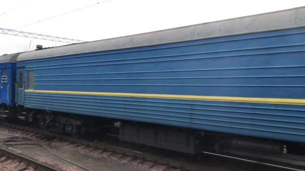 Vůz na vlakovém nádraží
