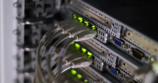 Serverraum des High-Tech-Internet-Rechenzentrums.