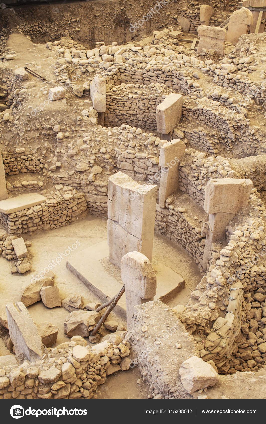 Gobeklitepe Sanliurfa Turkey Gobekli Tepe Archaeological Site Sanliurfa  Turkeya – Stock Editorial Photo © kokal #315388042
