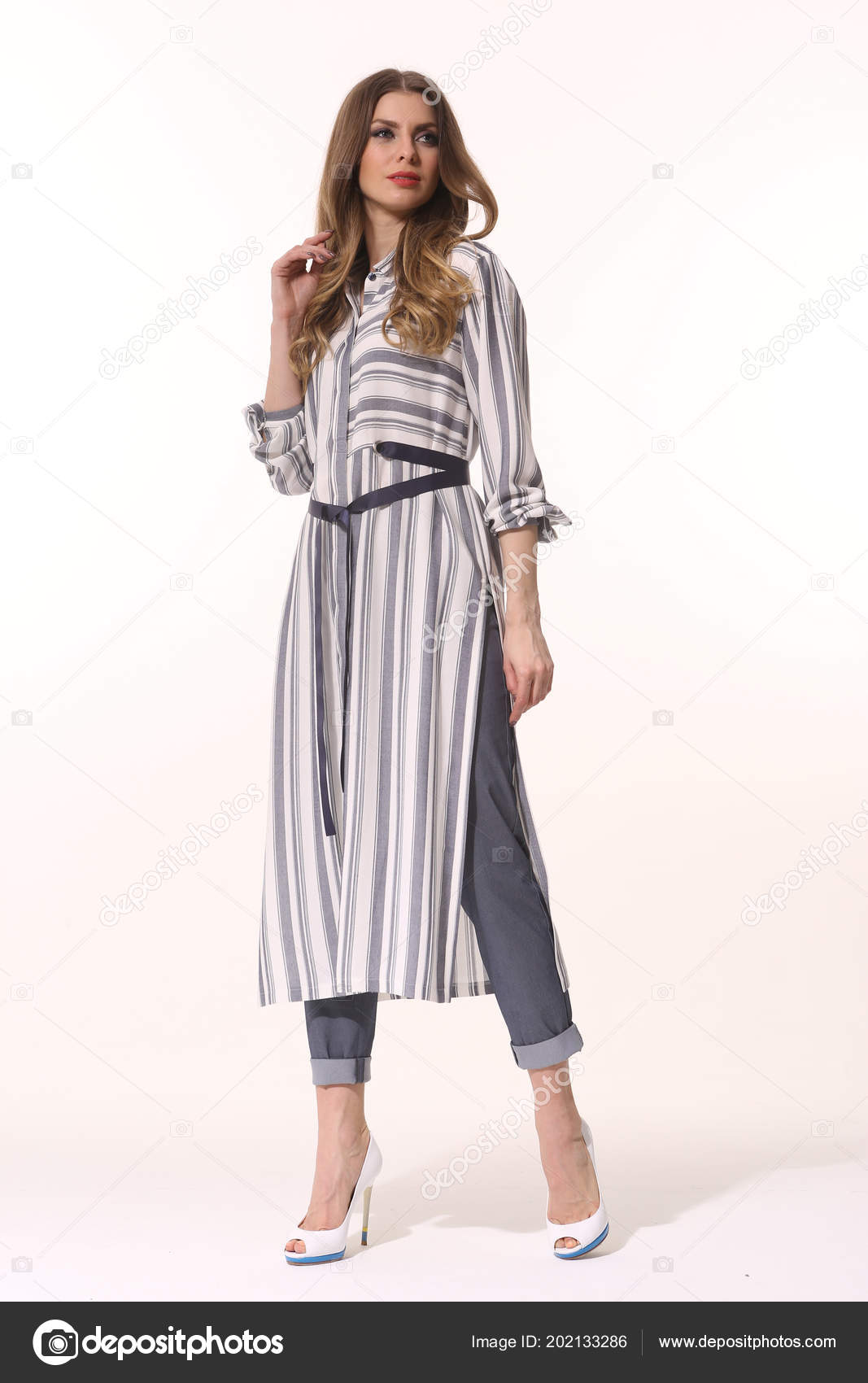 2a0d356f752 business woman executive posing in casual clothes — Stock Photo ...