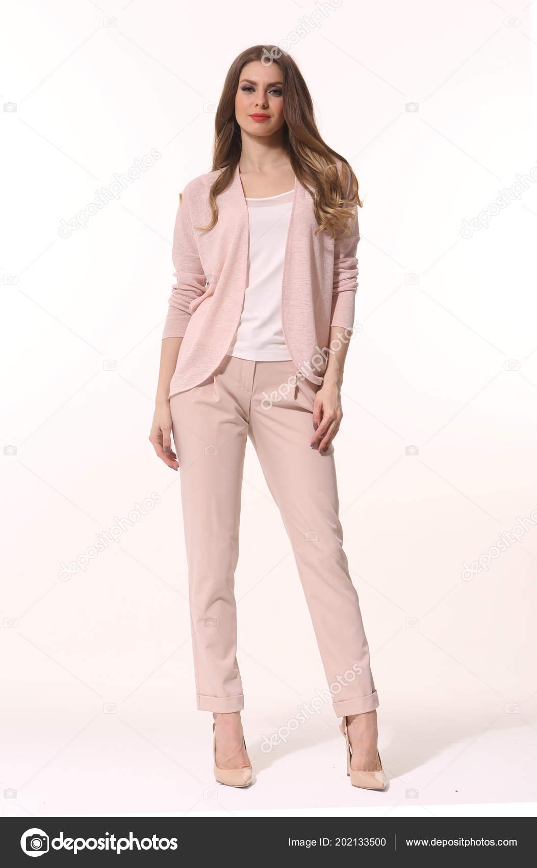 low cost 06c9f 9489e Uomo d'affari donna in posa in vestito di pantaloni polvere ...