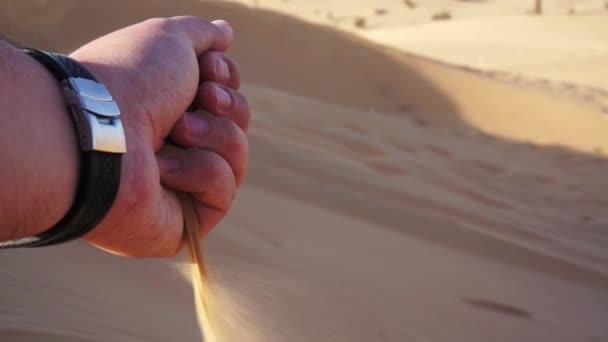 Písečná krajina, nádherné duny. Poušť v Dubaji