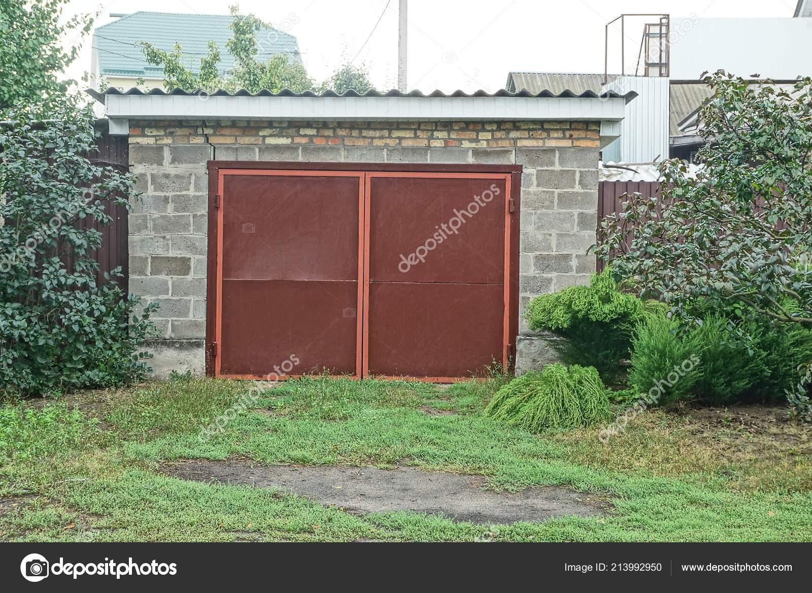 Гараж кирпичный или железный гараж на автозаводе купить