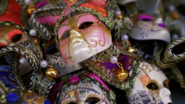 Velence hagyományos karneváli maszkok közelről