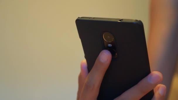 Using the fingerprint sensor on the smartphone