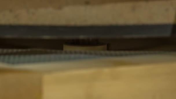 Láthatjuk, hogy valami nagyon gyorsan mozog a malomban..