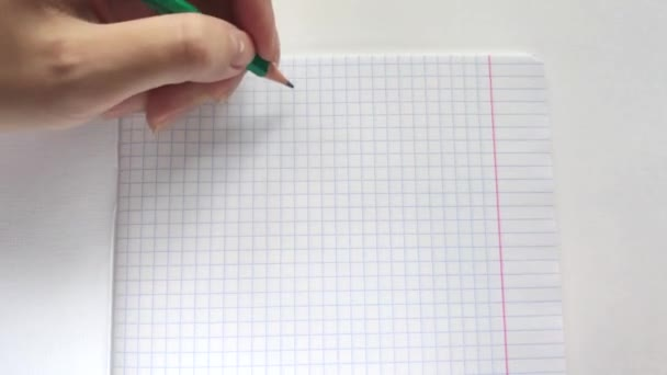 Fehér európai nő Lefty írja ceruzával egy notebook a bal oldali kifejezés Hello!
