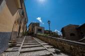 Pacentro, L Aquila, Abruzzo. Starověké středověké město, známé pro své opevnění (Castello Caldora) a je považováno za jednu z nejkrásnějších vesnic v Itálii.