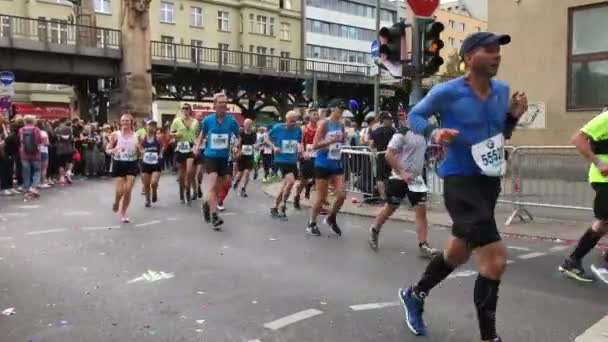 The runners of the Berlin Marathon 2018 will be cheered on by the spectators along the course.