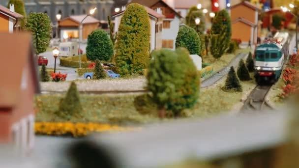 Modell Züge treffen und Kreuz auf einem diorama
