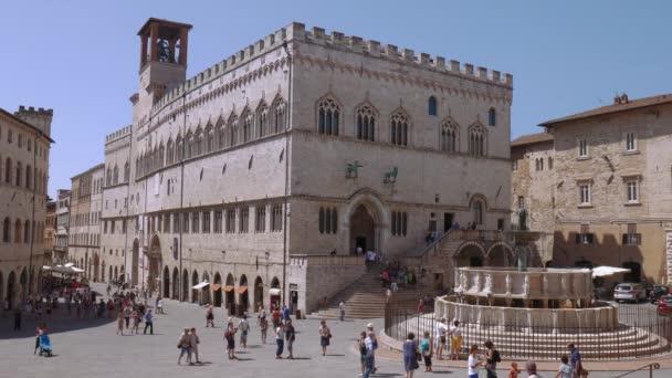 Palazzo dei Priori palác a kašna v Perugia, Itálie