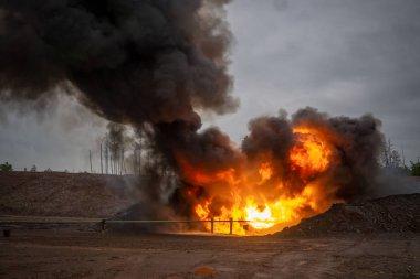 Petrol ve Gaz işleme platformu nda ve uzak platformda çıkan patlamada petrol, doğal gaz ve sıvı yoğuşma üretildi