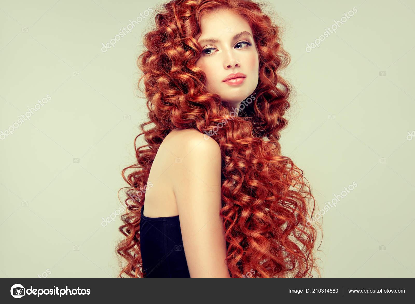 Piękny Model Dziewczyna Rude Kręcone Włosy Młoda Kobieta