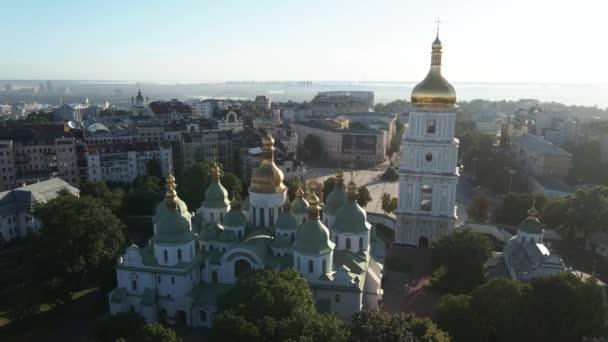 St. Sophia Kirche am Morgen in der Morgendämmerung. Kiew. Ukraine. Luftaufnahme, Zeitlupe