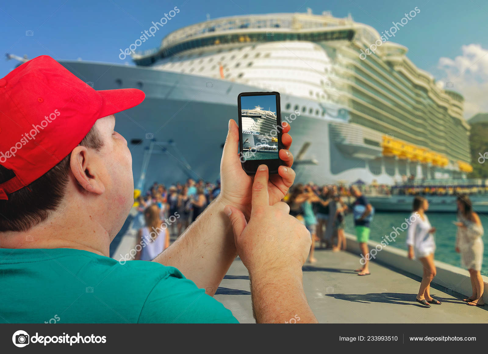 Man photographs a cruise ship arrived at the port