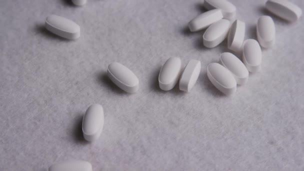 Aufnahmen von Vitaminen und Pillen