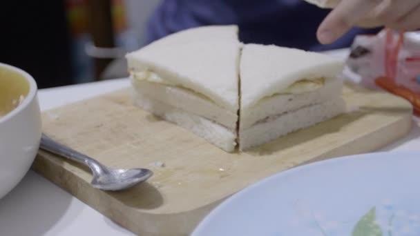 Žena, sendviče a jejich uvedení do desky