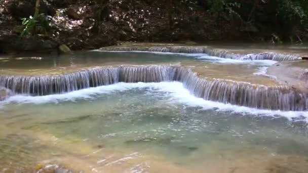 Vodopád Erawan v Kanchanaburi, Thajsko