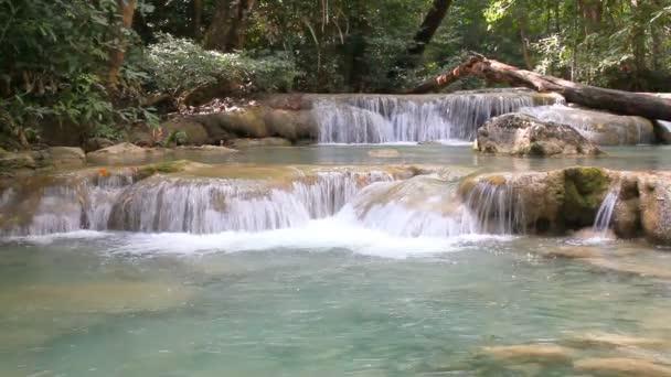 Vodopád Erawan v Kanchanaburi, Thajsko.