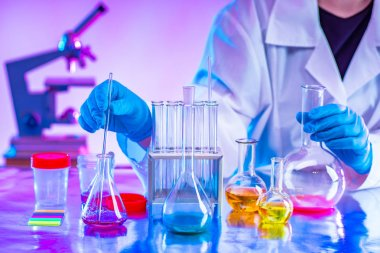 Development of new methods of chemical analysis. Determination of the quality of raw materials using chemical tests. Science Lab. Chemical interpretation of the composition of an unknown mixture. stock vector