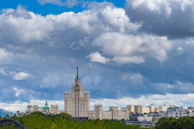 Russia. Moscow. Park Zaryadye. View of the Kotelnetskaya embankment. View of Moscow from a quadcopter. Rest in the Zaryadye park. Parks of the capital. Moscow buildings. Express to Russia.