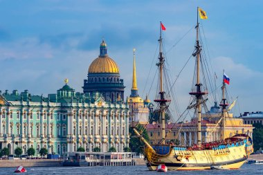 Russia. The sailing ship on the Neva. Sailing ship on the background of the Winter Palace, the Admiralty and the dome of St. Isaac's Cathedral. The Symbols Of St. Petersburg.