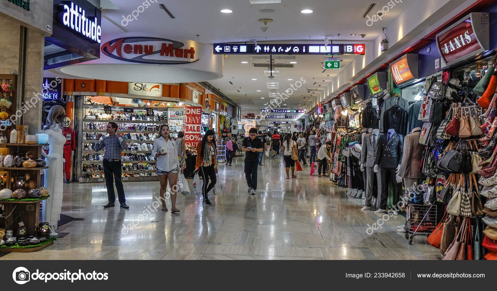 Bangkok Thailand Sep 2018 Menschen Bei Mbk Shopping Mall ...