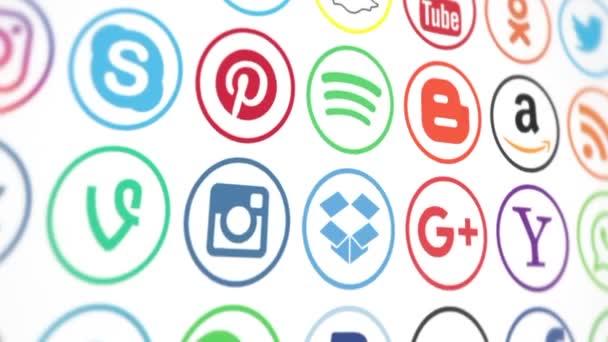 kasan, russland - 15. märz 2019. animation beliebter logos in sozialen medien: instagram, facebook, twitter, youtube, whatsapp, linkedin, pinterest, blogger und andere, auf weißem und schwarzem hintergrund.