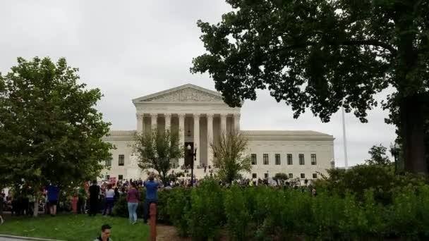Washington, Dc - 06 října 2018: Demonstranti rally a držet značení u Nejvyššího soudu na protest proti jmenování a hlasovat pro další spojit spravedlnosti
