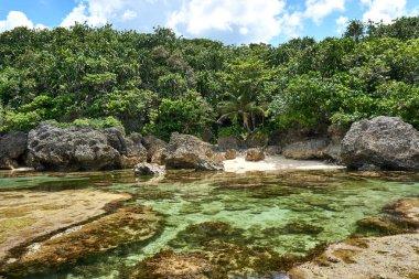 """Картина, постер, плакат, фотообои """"Филиппины, остров Сиаргао, 22.Июль.2019.: Туристы посещают природные скальные бассейны макупунгко в Сиаргао, Филиппины."""", артикул 300374494"""