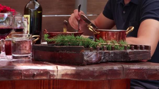 Rustikální oběd se zvěřina Venison a polentou