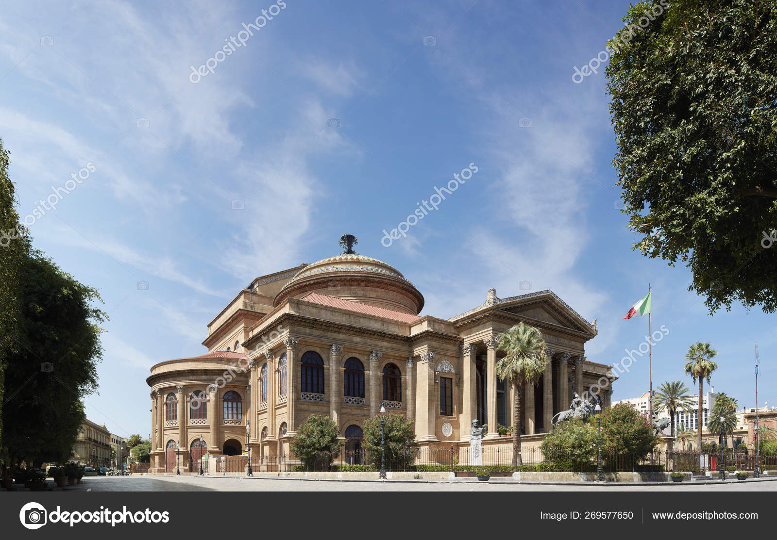 Palermo, the opera house — Stock Photo © Carolina2009 #269577650